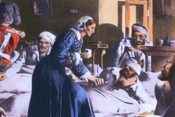 Painting of Florence Nightingale treating wounded soldiers
